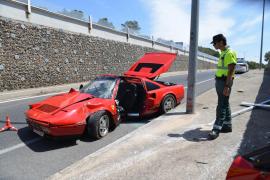 Heridos los dos ocupantes de un Ferrari que se estrelló en la Costa de la Calma