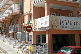 Urbanisme cierra el hotel Famous de s'Arenal por no tener licencia de actividad