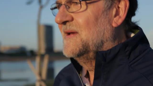 El PP lanza una nueva serie de vídeos con Rajoy «caminando rápido»