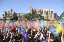 La 'Holi festival of India' llena de colores el Parc de la Mar