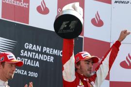 Alonso gana en Monza y  se reengancha a la lucha por el título