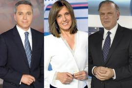 Los periodistas Ana Blanco (TVE), Pedro Piqueras (Mediaset) y Vicente Vallés (Atresmedia)