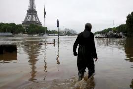 El Louvre cerrará este viernes para poner a salvo sus obras por el riesgo de inundación