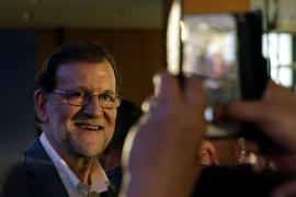 Rajoy promete medidas «posibles» y no «conejos para chisteras deslucidas»