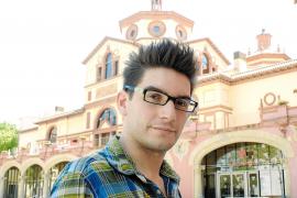El actor Mario Mañas, la voz mallorquina de la serie 'La Riera'