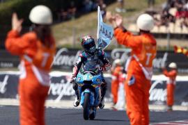 Navarro gana en Moto3 «por mí, por mi equipo y sobre todo por Luis Salom»