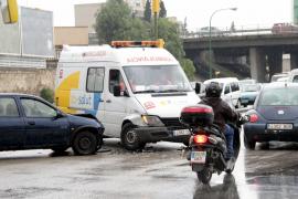 La lluvia provoca numerosos accidentes y colapsa les Avingudes y la vía de cintura