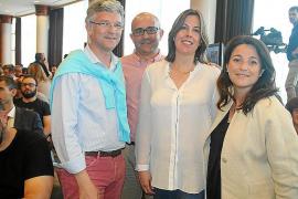 El juez Emilio Calatayud entusiasma al público en el Club Ultima Hora