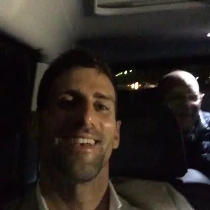 Djokovic celebra 'a su manera' el triunfo en Roland Garros