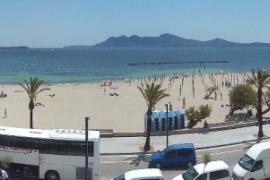 La Asociación de Vecinos del Port de Pollença monta las playas sin autorización
