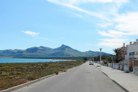 Prohíben estacionar en la primera línea de Son Serra «para despejar las vistas»