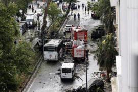 Una bomba estalla al paso de un autobús policial en Estambul