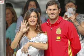 Iker Casillas y Sara Carbonero presentan a su hijo Lucas