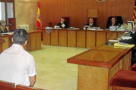 El acusado de violar e intentar matar a su mujer en Palma niega los hechos y luego se disculpa