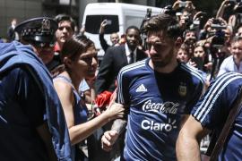Una mexicana se abalanza sobre Messi e interviene la policía