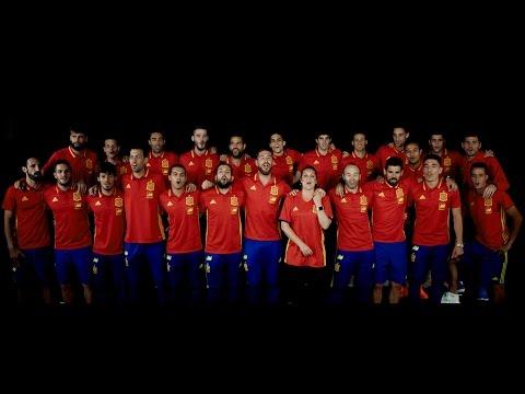Niña Pastori y Sergio Ramos cantan el nuevo himno de La Roja