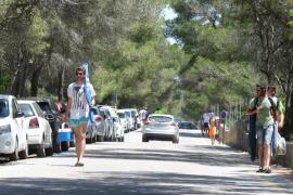 Vecinos y empresarios de es Trenc resignados a pasar otro verano sin solución a los párkings