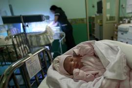 Nace Esperanza, la hija de uno de los  mineros atrapados en el norte de Chile