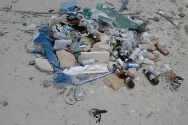 Las playas de la Colònia de Sant Jordi se inundan de suciedad