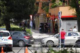 Un policía se atrinchera en un restaurante chino y amenaza con suicidarse