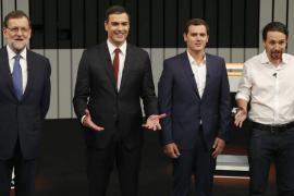 La pinza PP-Podemos a Pedro Sánchez se parece cada vez más a la entente Suárez-Carrillo contra Felipe González