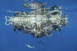 'Mar de plástico', de Eulàlia Valldosera, en la Galeria Maior
