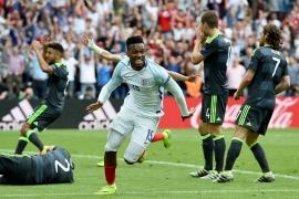 Sturridge da la victoria a Inglaterra ante Gales en el descuento