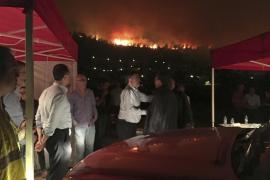 El incendio de Carcaixent obliga a desalojar un hospital y una urbanización