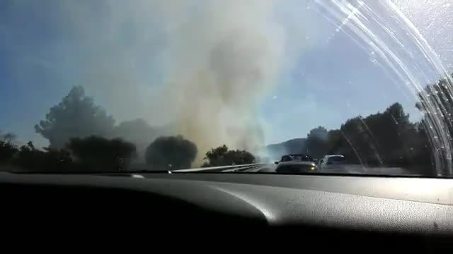 Fuego en la mediana de la autopista a Andratx