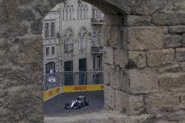 Hamilton avisa a sus rivales en la segunda sesión de libres