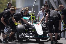 Rosberg logra la 'pole' en Baku, donde 'Checo' Pérez saldrá segundo