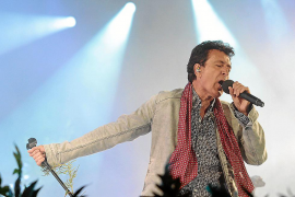 La lírica carismática de Manolo García triunfa ante 3.000 fans