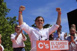Rivera promete «recuperar el rumbo que tuvo España con Suárez, González y Aznar»