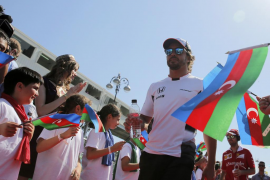 Alonso, tras su abandono en Baku, dice que «quedan algunas carreras difíciles»