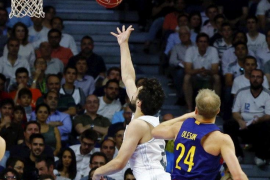 Llull y Rudy lideran el jaque madridista al Barcelona y al título