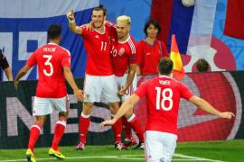 Gales destroza a Rusia y logra una clasificación histórica