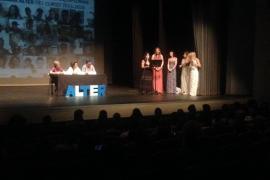 Los 52 jóvenes participantes en el programa Alter en Palma reciben su diploma