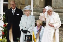 El marido de Isabel II pregunta por su ropa interior a la líder «tory» escocesa