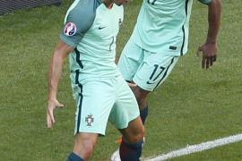 Un doblete de Cristiano mete a Portugal en octavos
