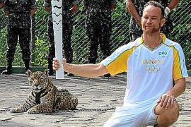 Matan a tiros al jaguar que acompañaba a la antorcha olímpica