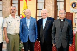 El párroco castrense Manuel Redondo presenta un libro en el Claustro de Santa Margarita