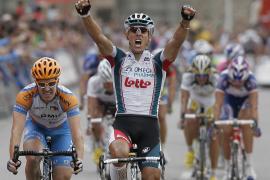 Gilbert se lleva la etapa, Nibali conserva liderato y Mosquera pierde tiempo