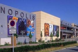 Dispara a una veintena de personas y se atrinchera en un cine en Alemania