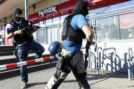 El hombre abatido en un cine alemán tan sólo portaba armas de fogueo