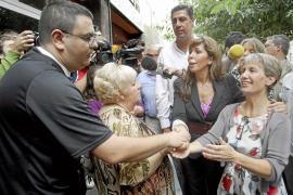 Una eurodiputada francesa visita en Badalona barrios con gitanos rumanos