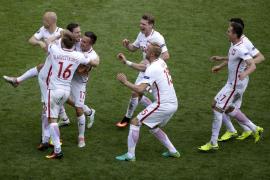Polonia se mete en cuartos tras doblegar en los penaltis a Suiza