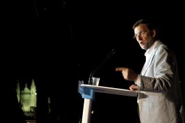 Pajín subraya que a Rajoy «le traicionó el subconsciente»  al hablar de compra de votos