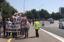 Trabajadores de Son Sant Joan se manifiestan contra la precariedad laboral