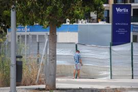 Familias gitanas ocupan tres pisos pilotos de la urbanización de Son Güells