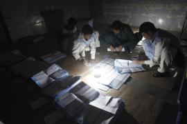 Elecciones de tinta y sangre en Afganistán